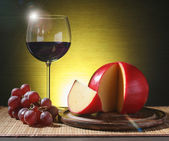 Refined still life of wine, cheese and grapes  — Stock Photo