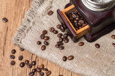 Antique coffee grinder and coffee beans — Stock Photo