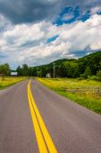 Country road in the rural Potomac Highlands of West Virginia. — Stock Photo