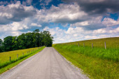 Farm fields along a road in the rural Potomac Highlands of West  — Stock Photo