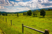Fence in a farm field in the rural Potomac Highlands of West Vir — Stock Photo