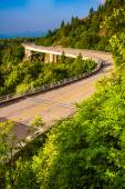 Linn Cove Viaduct, on the Blue Ridge Parkway in North Carolina.  — Stock Photo