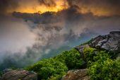 Sunset through fog, seen from Craggy Pinnacle, near the Blue Rid — Stock Photo