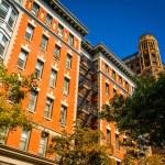 Buildings on Clark Street in Brooklyn Heights, New York. — Stock Photo