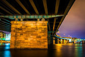 A bridge at night in Washington, DC.  — Stock Photo