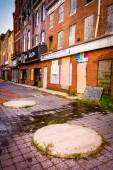 Abandoned storefronts in Old Town Mall, Baltimore, Maryland. — Stock Photo