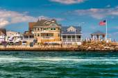 Beach houses along the inlet in Point Pleasant Beach, New Jersey — Stock Photo