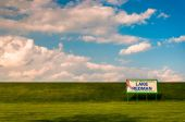 Beautiful clouds over sign for Lake Redman, near York, Pennsylva — Fotografia Stock