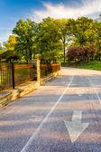 ścieżka rowerowa w parku wzgórza druid w baltimore, maryland. — Zdjęcie stockowe