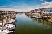 Boote und häuser im hafen am point pleasant beach, neue jers — Stockfoto