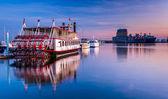Barcos en el cantón al atardecer, baltimore, maryland. — Foto de Stock