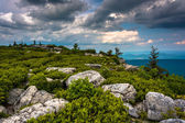 Boulders and eastern view of the Appalachian Mountains from Bear — Foto Stock
