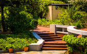 Brick walkways through gardens at the National Arboretum in Wash — Stock Photo