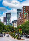 Buildings along a divided street in Boston, Massachusetts.  — Stock Photo