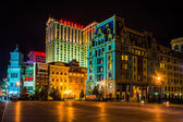 Buildings on the boardwalk at night in Atlantic City, New Jersey — Stock Photo