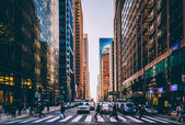 Busy intersection and skyscrapers in Center City, Philadelphia,  — Stock Photo