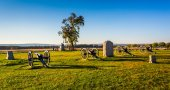 Cannons and monuments in Gettysburg, Pennsylvania.  — Stock Photo