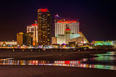 Casinos and the beach at night in Atlantic City, New Jersey. — Stock Photo
