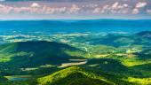 Clouds cast shadows over the Appalachian Mountains and Shenandoa — Fotografia Stock