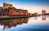 Evening light on buildings at the Inner Harbor, Baltimore, Maryl — Stock Photo