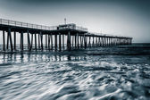 Fishing pier and waves on the Atlantic Ocean at sunrise in Ventn — Stock Photo