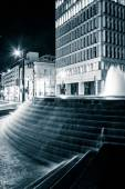 Fountains and buildings at night at Woodruff Park in downtown At — Stock Photo