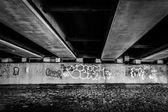 Graffiti debaixo de uma ponte em boston, massachusetts — Fotografia Stock