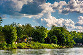 House along the Delaware River, seen from near Easton, Pennsylva — Stock Photo