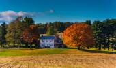 House and autumn colors in rural York County, Pennsylvania.  — Stock Photo