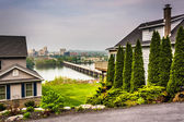 Houses and view of Harrisburg from a hilltop in Lemoyne, Pennsyl — Stock Photo