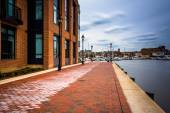 Long exposure of the Waterfront Promenade in Fells Point, Baltim — Stock Photo