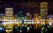 Long exposure of the skyline at night, from the Inner Harbor in  — Stock Photo