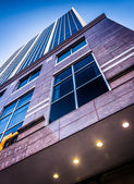 Looking up a modern building in downtown Wilmington, Delaware.  — Stock Photo