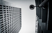 Looking up at a streetlamp and the Brandywine Building in downto — Stock Photo