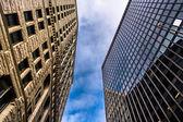 Blickte zu Hochhäuser in der Innenstadt von Baltimore, Maryland. — Stockfoto