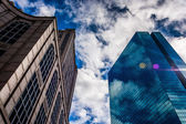 Looking up at modern buildings and a beautiful sky in Boston, Ma — Stock Photo