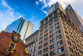 Looking up at modern buildings and old architecture in Boston, M — Stock Photo