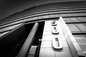 Looking up at the modern WSFS Bank building in downtown Wilmingt — Stock Photo