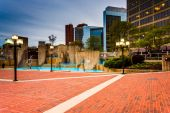McKeldin Square and buildings in downtown Baltimore, Maryland.  — Stock Photo