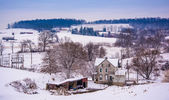 Old house and the snow covered landscape of rural York County, P — Stock fotografie