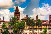 Palmen und ponce de leon hall am flagler college in st. aug — Stockfoto