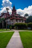 Palm trees and buildings at Flagler College, St. Augustine, Flor — Stock Photo