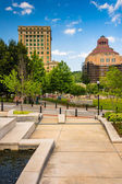 Park and buildings in downtown Ashevillle, North Carolina.  — Stock Photo