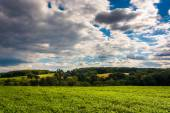 Partly-cloudy sky over farm fields and rolling hills in rural Yo — Stock Photo