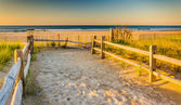 Path over sand dunes to the Atlantic Ocean at sunrise in Ventnor — Stock Photo