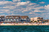 People and buildings on the beach in Point Pleasant Beach, New J — Stock Photo