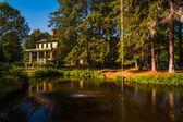 Pond and Glen Iris Inn, at Letchworth State Park, New York.  — Stock Photo