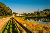 Pond and fence along a country road in York County, Pennsylvania — Stock Photo