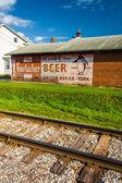 鉄道線路と pennsylvani トーマスヴィルに構築レンガ — ストック写真
