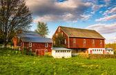 Red barn on a farm in rural York County, Pennsylvania.  — Stock Photo